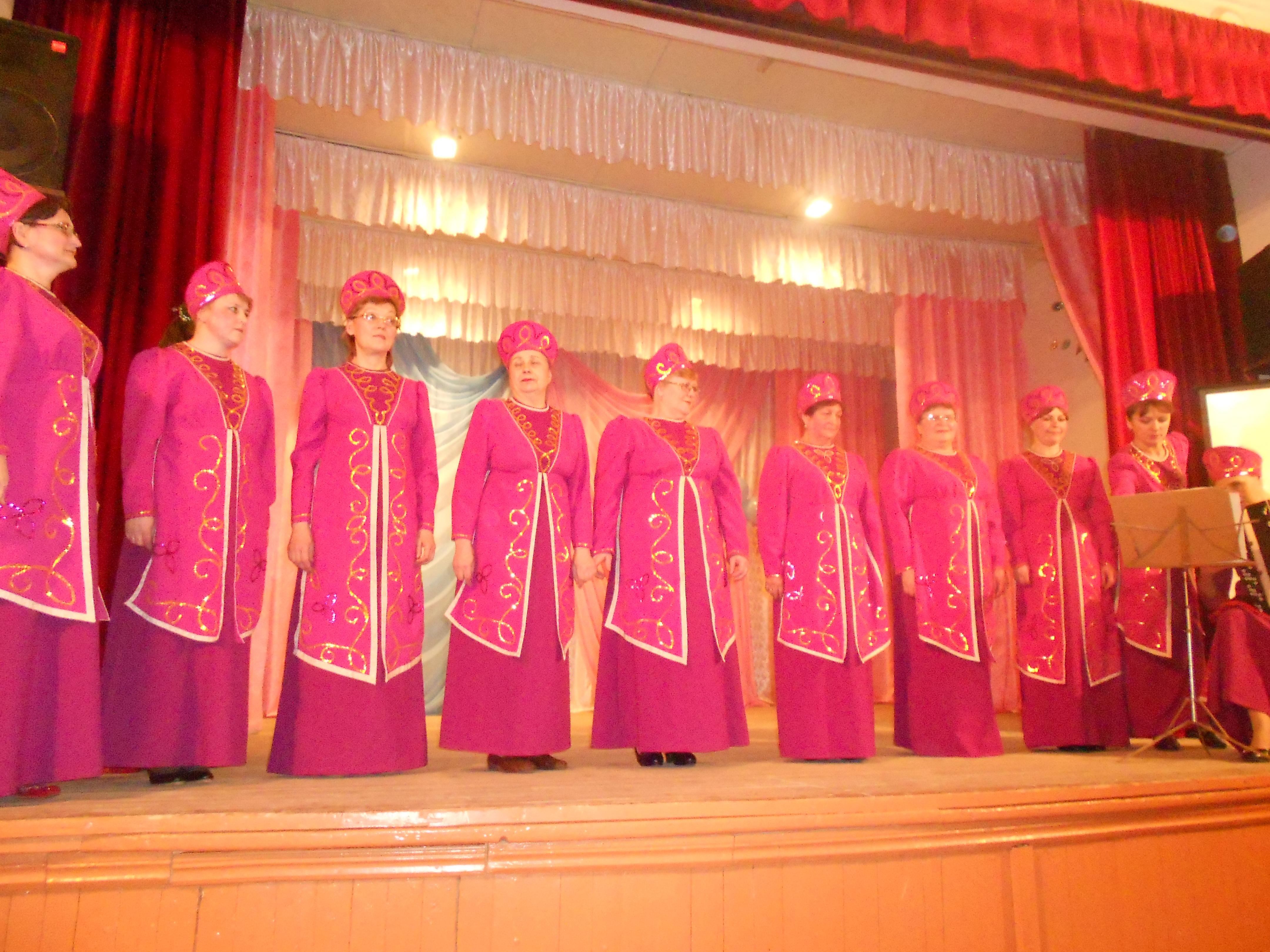 Открыл концерт хор уч-ся младших классов под руководством кургановой ле- заслуженного деятеля вмо; хормейстер